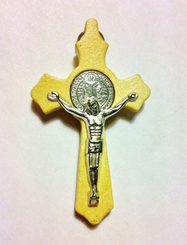 Крест деревянный с металлическими элементами