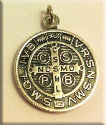 Медальон святого бенедикта цена волоколамск 10 рублей